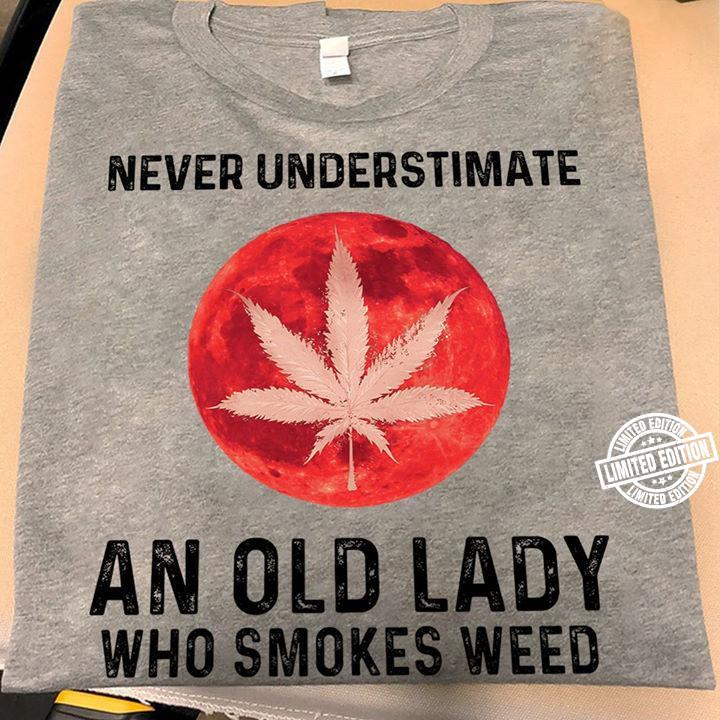 Weed Never underestimate an old lady who smokes weed shirt